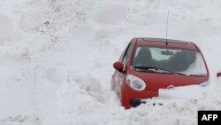 Многие блогеры, посетившие на новогодние каникулы Европу, столкнулись с вполне российскими снегопадами