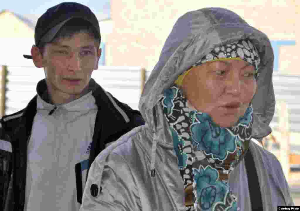 Жительница Астаны Каиргуль Койбагарова купила овечку за 20 тысяч тенге. В прошлом году цена была 18 тысяч тенге, говорит она.