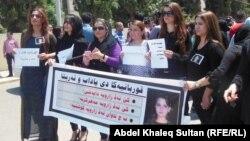 ناشطات في تظاهرة إحتجاج ضد مقتل قاصر في كردستان