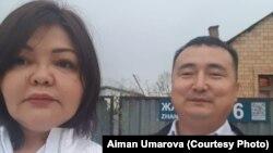 Адвокат Айман Умарова и Серикжан Билаш возле дома в Нур-Султане, в котором Билаш находился под домашним арестом, — перед выездом в аэропорт столицы для перелета в Алматы. Нур-Султан, 15 августа 2019 года.