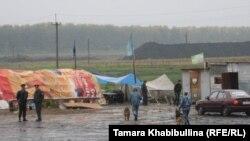 В протестном лагере ищут бомбу