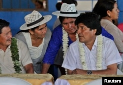 Эво Моралес с членами профсоюза производителей коки провинции Чапаре. 2015 год
