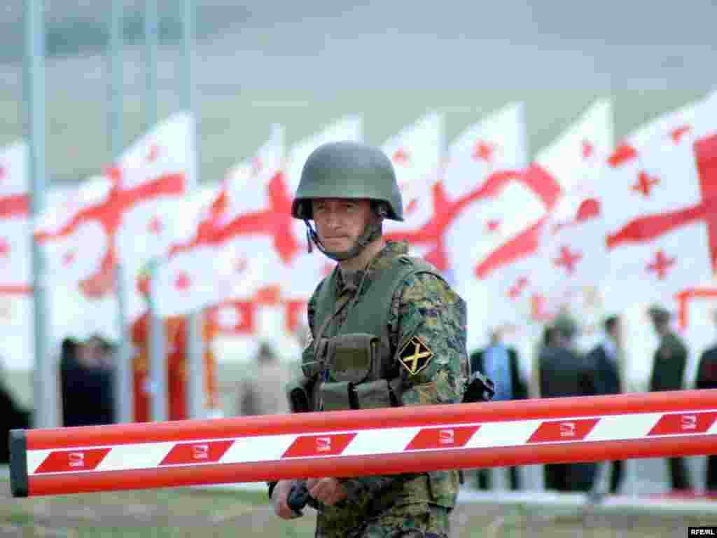 საკონტროლო-გამშვები პუნქტი ვაზიანის სამხედრო ბაზაზე - ავღანეთში გაემგზავრა საქართველოს შეიარაღებული ძალების 31-ე ბატალიონი, რომელიც 7 აპრილს გააცილეს ვაზიანის სამხედრო ბაზიდან. ცერემონიაში მონაწილეობდნენ საქართველოს თავდაცვის სამინისტროს მაღალჩინოსნები და აშშ-ის საზღვაო ქვეითი ძალების სარდლობის დელეგაცია. ქართული ბატალიონი, ამერიკელ საზღვაო ქვეითებთან ერთად, ავღანეთის ჰელმანდის პროვინციაში განთავსდება.
