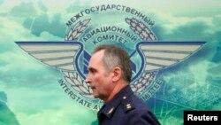 Заместитель начальница службы безопасности полетов ВВС России Сергей Байметов во время пресс-конференции в Москве, 21 декабря 2015 года.