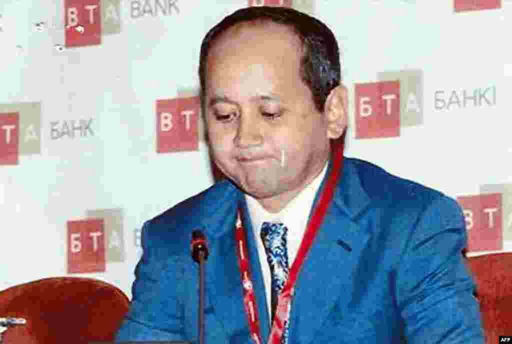 Прокуратура Франции на слушаниях по делу Аблязова в городе Экс-ан-Прованс 12 декабря заявила о целесообразности экстрадиции казахского олигарха Мухтара Аблязова в Украину. Представитель прокуратуры Соланж Легра сказала, что считает необоснованными заявления Аблязова и его адвокатов о том, что в случае его выдачи украинским властям его передадут в Казахстан. Мухтар Аблязов заявил в суде, что казахстанские власти сфабриковали против него обвинения в банковских махинациях. По словам Аблязова, его преследуют по политическим мотивам. Апелляционный суд во Франции рассматривает два запроса на экстрадицию Аблязова – от Украины и России. Первой судом изучается украинская заявка.