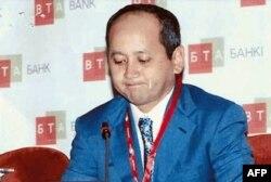 Мұхтар Әблязов, қуғындағы оппозициялық олигарх