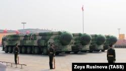 """Межконтинентальные баллистические ракеты """"Дунфэн-41"""" на военном параде на площади Тяньаньмэнь. 1 октября 2019 года"""