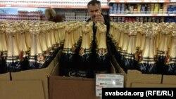 """""""Șampania Sovietică"""", la un supermarket din Belarus."""