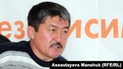 Есет Жунусов, бывший аким Кызылагашского сельского округа, в Алматинском бюро Азаттыка. 12 ноября 2012 года.
