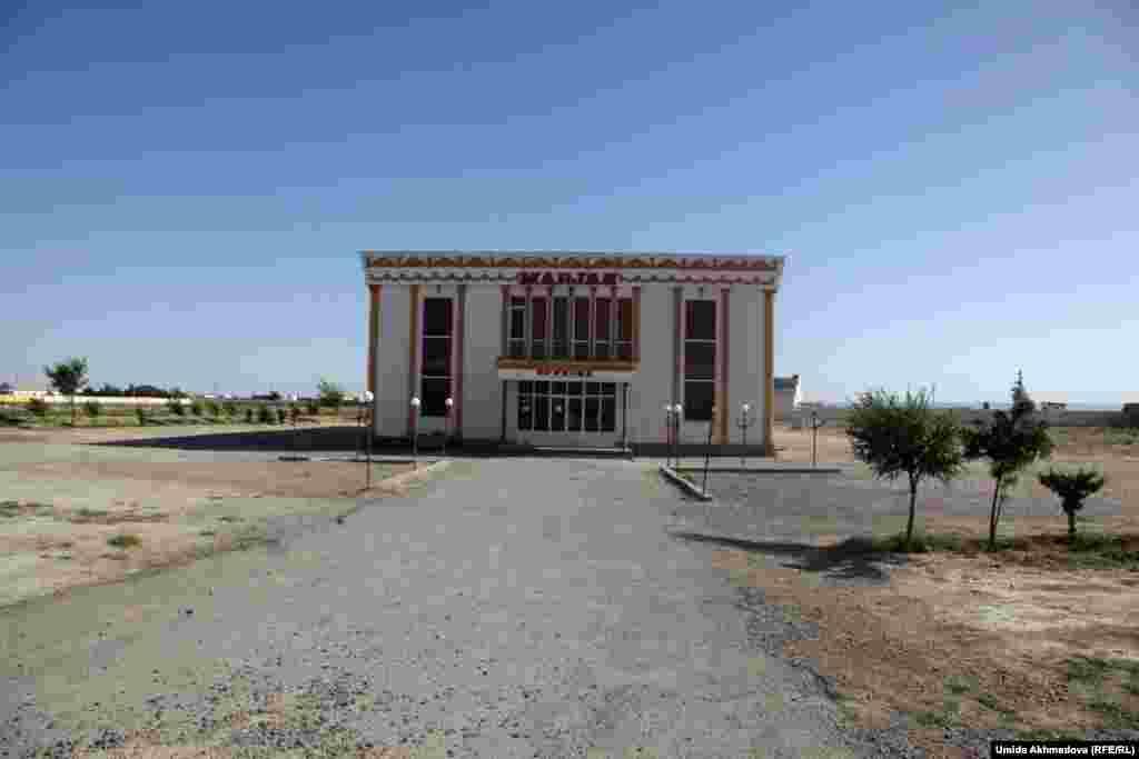 Здание для проведения торжеств в поселке Канимех.