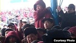 «ӨзенМұнайГаз» компаниясы жұмысшылары ереуілде тұр. Жаңаөзен, 10 наурыз 2010 жыл. (Көрнекі сурет)