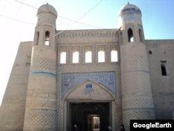 Пахлаван Махмуд атындагы дарбаза.
