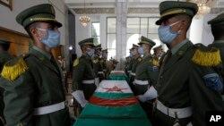 بازگرداندن بقایای مبارزان الجزایری با مراسمی ویژه در فرودگاه بینالمللی الجزیره همراه بود.