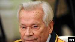 Mikhail Kalashnikov attends festivities to mark his 90th birthday at the Kremlin.