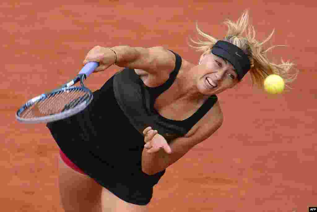 Russia's Maria Sharapova serves to Italy's Sara Errani on her way to winning the French Open women's singles final in Paris on June 9. (AFP/ Pascal/Guyot)