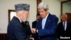 Хамід Карзай (л) і Джон Керрі (п) на зустрічі в Кабулі, фото 11 липня 2014 року