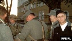 Алесь Галавань (крайні справа) ііншыя ўдзельнікі пастаноўкі