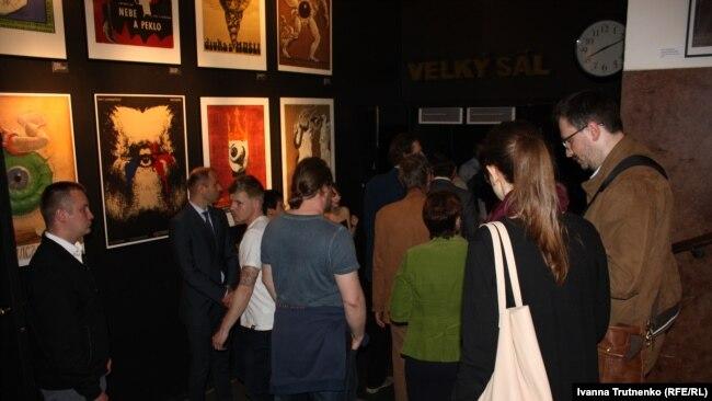 Частині глядчів не вдалося потрапити у переповнений зал на показ «Кіборгів»
