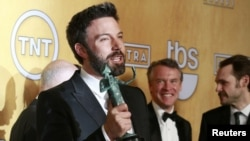 "U.S. -- Director and actor Ben Affleck holds the award for outstanding performance by a cast in a motion picture for ""Argo"" at the 19th annual Screen Actors Guild Awards in Los Angeles, 27Jan2013"