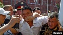 Так полицейские и неизвестные люди в штатском разгоняли в Москве несанкционированный гей-парад