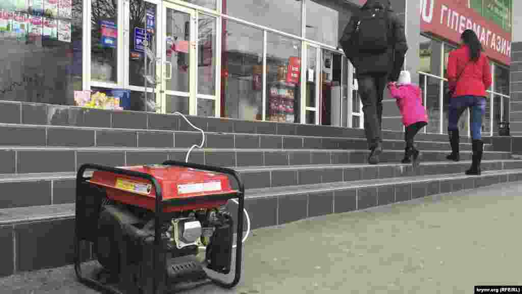 ...сегодня уже подключен генератор и ведется обслуживание покупателей.