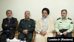 Mohamad Ali Džafari (drugi lijevo) komandant iranske Revolucionarne garde