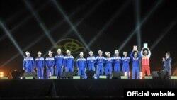 Қырғызстан командасы бірінші дүниежүзілік көшпенділер ойынының жабылу рәсімінде. Шолпон-Ата, 14 қыркүйек 2014 жыл.