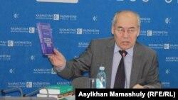 Тарих және этнология институты директоры Хангелді Әбжанов. Алматы, 27 желтоқсан 2013 жыл.