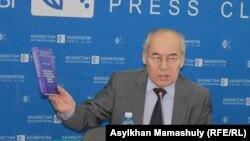 Директор Института истории и этнографии Хангельды Абжанов.