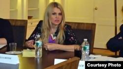 Judecătoarea Iulia Moțoc la lansarea unei cărți la New York