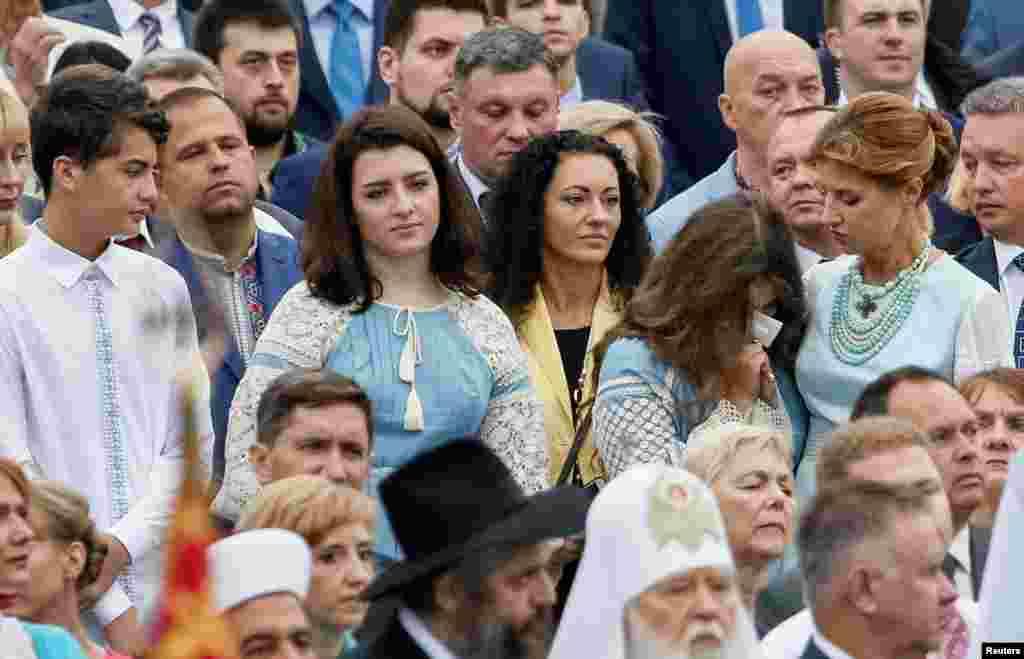 Дружина президента Марина Порошенко з дітьми та гостями