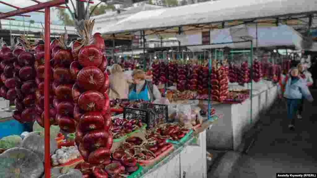Ялтинский лук – всему голова на местном овощном рынке