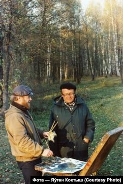 Мікалай Ісаёнак і Алесь Адамовіч падчас здымкаў фільму «Ідзі і глядзі»