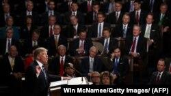 دونالد ترامپ در حال سخنرانی در نشست مشترک کنگره