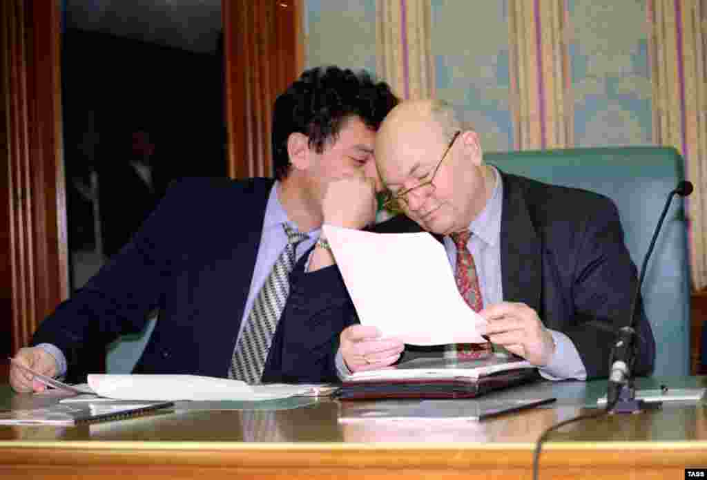 Moscow Mayor Yury Luzhkov with Nemtsov at a roundtable discussion in Moscow in 1997.
