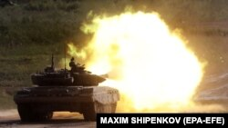 Расейскі танк Т-72Б3 на паказальных стрэльбах у Маскоўскай вобласьці, чэрвень 2019 году.