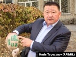Алшынбай Ыбырай, отец погибшего от полученных увечий полицейского из Актау Адлета Турсынбекова. Алматы, 9 октября, 2013 года.