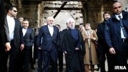 حسن روحانی هنگام بازدید از کولسیوم رم در روز چهارشنبه ششم بهمن