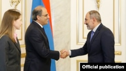 Armenia -- Prime Minister Nikol Pashinian (R) meets with Jihad Azour, head of the IMF's Middle East and Cental Asia Department, Yerevan, August 20, 2019.