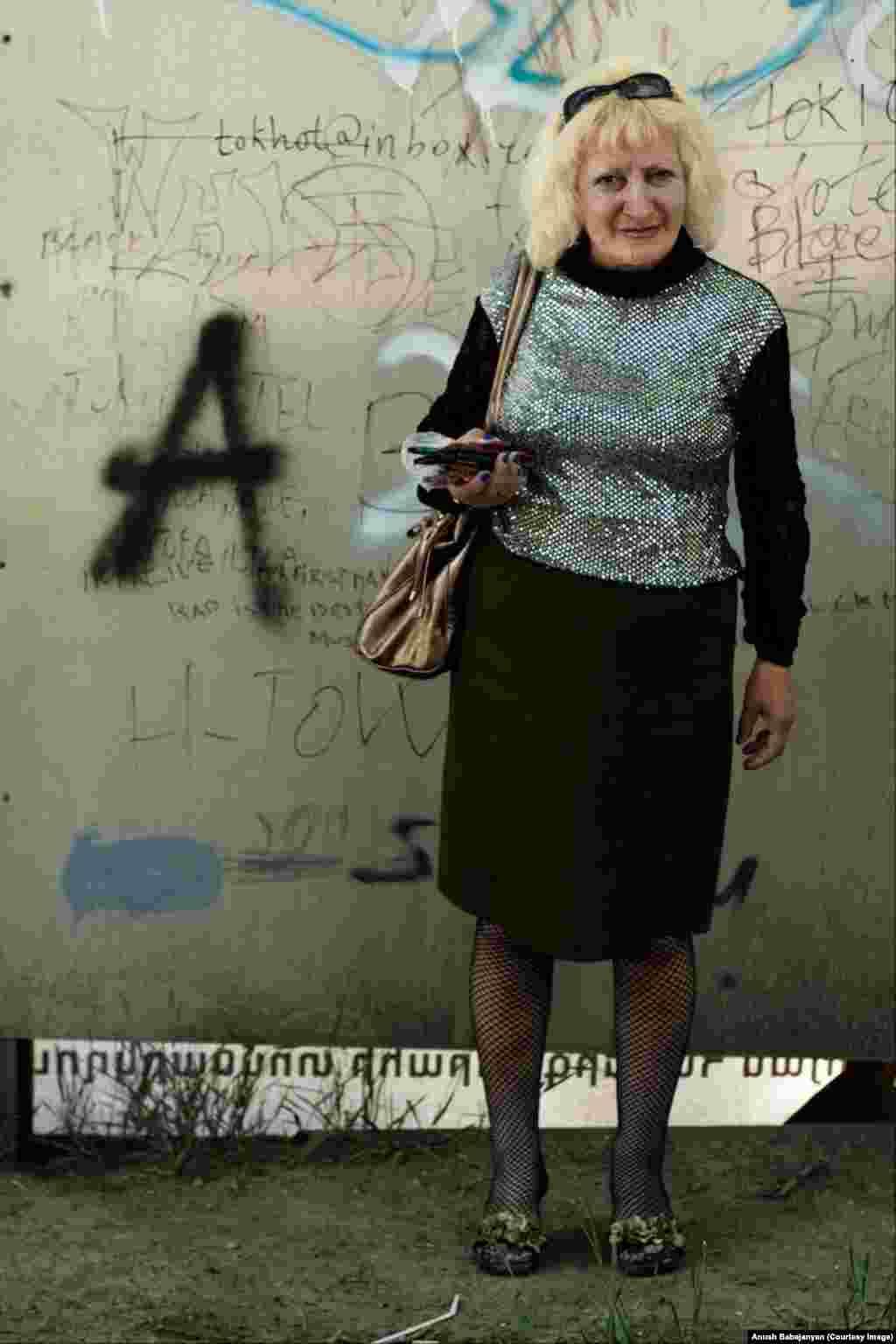 Жінка на вулиці Єревана