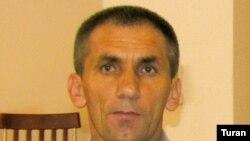 «Ekspres» qəzetinin əməkdaşı Elman Malıyev (sağda)