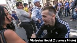 Під час нападу на журналістів, Київ, 18 травня 2013 року