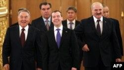 Атамбаев укорил ЕврАзЭс за невыданный кредит