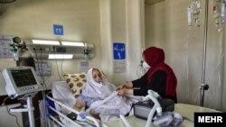 ایران کې په کرونا ویروس اخته مېرمن
