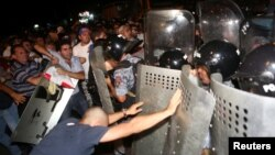 Armenia - Riot police clash with demonstrators who had gathered in a show of support for gunmen holding several hostages in a police station in Yerevan, Armenia, July 20, 2016