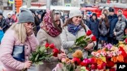 Qyteti siberian në pikëllim pas zjarrit në një qendër tregtare