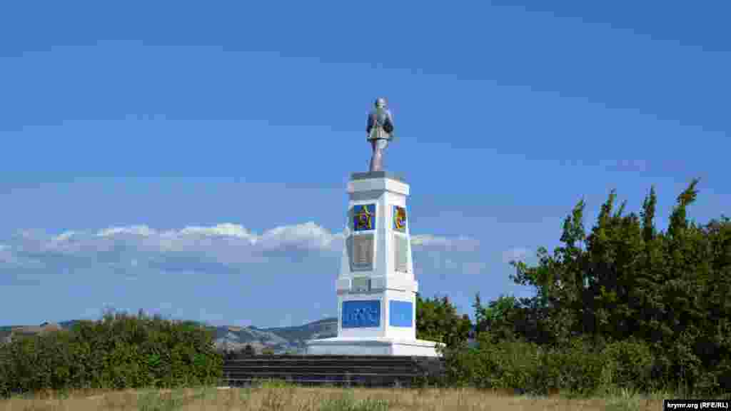 На высоте Безымянной установлен памятник воинам 242 горно-стрелковой краснознаменной Таманской дивизии, которые освобождали Севастополь в 1944 году