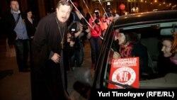 Всеволод Чаплин на митинге в поддержку Русской православной цервки в Москве. Апрель 2012 года