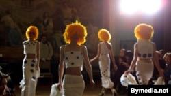 Дефиле моделей на фестивале моды, организованном Александром Варламовым. 6 марта 2011 года.