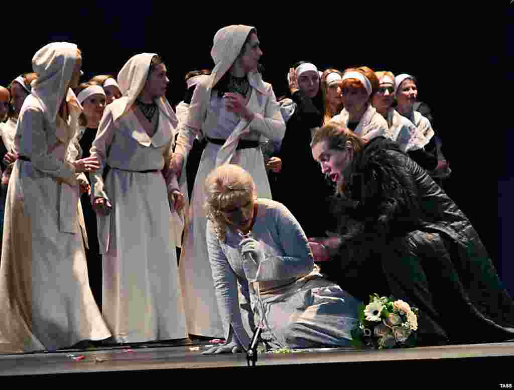 "A performance of the opera ""Lohengrin"" in Moscow in 2008"